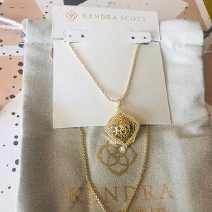 Kendra Scott NWOT Kacey Gold Pendant Necklace